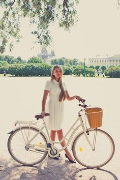 TREND: Girls on bikes