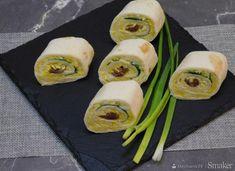 Roladki z tortilli w smakach kilku - przepis ze Smaker.pl Tortilla, Fresh Rolls, Guacamole, Zucchini, Sushi, Vegetables, Ethnic Recipes, Food, Essen