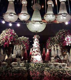 Fotos do casamento Gusttavo Lima e Andressa Suita. Mesa do bolo de casamento.