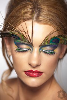 Peacock Inspired Dramatic Eye Makeup Ideas - US Makeup Trends Peacock Eye Makeup, Dramatic Eye Makeup, Dramatic Eyes, Blue Eye Makeup, Eye Makeup Tips, Smokey Eye Makeup, Makeup Ideas, Maquillage Halloween, Halloween Face Makeup