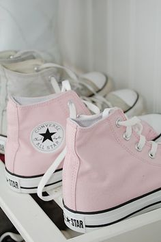Foot Locker Student Discounts – StudentRate Deals Baby pink Converse shoes are so pretty! The bright shoes fit perfectly in the summer shoe closet and can be worn with bright colors! Baby pink converse / Converse All Stars / Summ (Cool Crafts Creative) Converse All Star, Converse Rose, Pastel Converse, Converse Sneakers, Cheap Converse, Light Pink Converse, Pink High Top Converse, Chucks Shoes, Designer Shoes