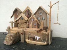 Havnemiljø, lavet af drivtømmer / driftwood