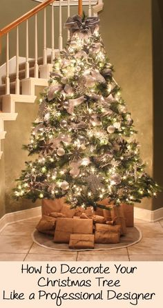 Would you like to have an elegant designer Christmas tree this year but don't have any idea how to get a professional look? There are many tips and tricks interior designers use to get a magazine quality decorated Christmas tree. Christmas Tree Design, Beautiful Christmas Trees, Noel Christmas, Winter Christmas, Christmas Photos, Burlap Christmas Tree, Rustic Christmas, Christmas Christmas, Gouts Et Couleurs