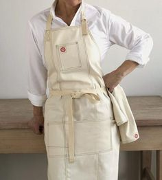Classic chefs apron for the foodie in your life! Or really, even for that painter, potter, or sculptor in your life- Shoppe by Scoutmob