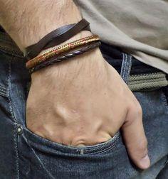 Kit pulseiras masculinas confeccionada em couro legítimo marrom café, corda náutica e couro trançado sintético, fio de algodão.