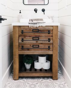 We love this cozy little powder bathroom by The Leon pattern is on the floor. ・・・ The half bathroom is all stocked… Costal Bathroom, Bathroom Towels, Modern Bathroom, Small Bathroom, Brown Bathroom, Bathroom Plants, Bathroom Inspo, Beautiful Bathrooms, Bathroom Wall
