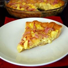 Eggs Benedict Breakfast Pizza - I'm not a huge fan of eggs benedict but I made this the other day and it is amazing!!!