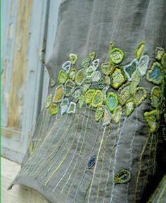 若葉色の手刺繍スカーフ。Sophie Digard / echape linen nomad (4049C/LIN/THYM/WEEDS) | petiteparis