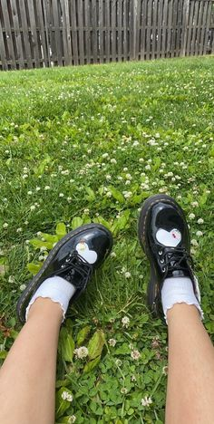 Dr Shoes, Goth Shoes, Funky Shoes, Me Too Shoes, Dr. Martens, Sneakers Fashion, Fashion Shoes, Hello Kitty Shoes, Chica Cool