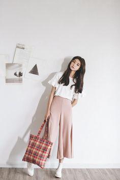 Moda coreana: 20 Looks coreanos para se inspirar e copiar Crescendo aos Poucos Korean Fashion Minimal, Korean Fashion Trends, Asian Fashion, Look Fashion, Diy Fashion, Trendy Fashion, Ideias Fashion, Fashion Outfits, Fashion Check