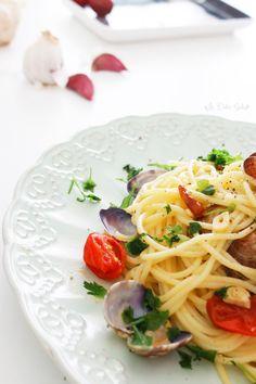 Spaghetti alle vongole | La Dolce Gula #spaghetti #recipe #pasta #receta #yummy #foodie #gourmet  https://ladolcegula.wordpress.com/2015/02/20/spaguetti-alle-vongole-receta/