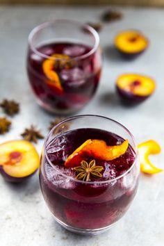 Plum flavored mulled wine. http://www.jotainmaukasta.fi/2014/10/27/joulusangria-ja-muita-juomavinkkeja-jouluksi/