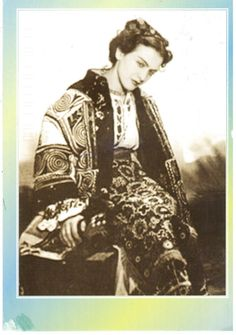 Photo of famous romanians Maria Tanase music people for fans of Romania. famous romanians Maria Tanase in traditional costume romanian people music Traditional Dresses, Traditional Art, Folk Costume, Costumes, Romania People, She Wolf, Ethnic Outfits, Ethnic Clothes, New Paris
