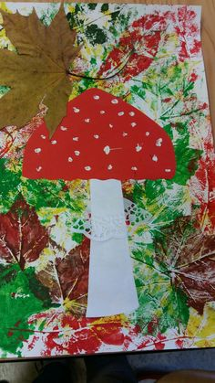 Pilz im Laubwaldherbst-Dekofenster oder -korridor - , Fall Arts And Crafts, Autumn Crafts, Fall Crafts For Kids, Autumn Art, Toddler Crafts, Art For Kids, Diy And Crafts, Kindergarten Art, Preschool Crafts