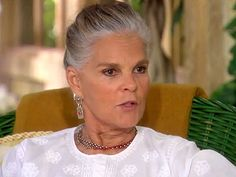 Ali MacGraw Has Embraced Her Gray Hair at 75: 'About Time, Wouldn't You Say?' http://stylenews.peoplestylewatch.com/2014/09/24/ali-macgraw-gray-hair-oprah/