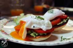 brunch, avocado toast with poached egg