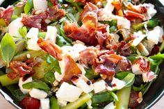 Salade van kerstomaten, mozzarella, groene asperges en krokante ham. Mijn pure keuken. Gezond koken. Gezonde recepten. Gezond eten. Blog over gezond eten.