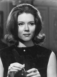 Diana Rigg as Emma Peel (Avengers) Emma Peel, Classic Tv, Classic Beauty, Diana Riggs, Dame Diana Rigg, Avengers Girl, The White Stripes, Bond Girls, Retro Hairstyles