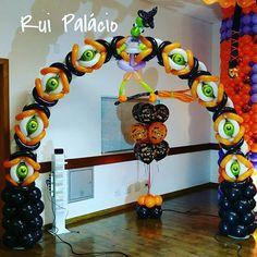 Balloon Arrangements, Balloon Decorations, Birthday Party Decorations, Halloween Decorations, Halloween Birthday, Halloween Kids, Halloween Treats, Balloon Gate, Balloon Columns
