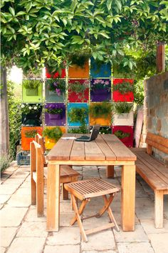 Colourful hanging planters called The Green Pockets® are clipped together to create a colourful mosaic and privacy wall maximizing the small space Garden Privacy, Privacy Walls, Outdoor Furniture Sets, Outdoor Decor, Colorful Garden, Green Bag, Hanging Planters, Small Spaces, Mosaic
