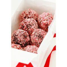 Peppermint Crunch Truffles via @bakersroyale  #easy #Christmas #Desserts