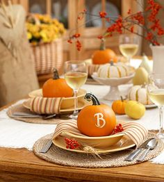 Beyond adorable -- DIY Monogramed Pumpkin Place Settings