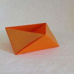 Vide poche en origami, triangulaire, mandarine et petits pois