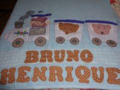 toalha de banho com barrado, bordado e com nome R$85,00