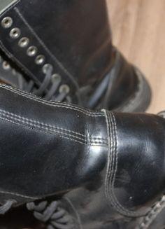 Kup mój przedmiot na #vintedpl http://www.vinted.pl/damskie-obuwie/inne-obuwie/13854988-glany-steel-15-dziurek-rock-metal