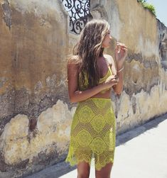 summer style // crop top // yellow // crochet