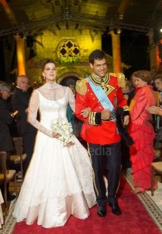 The Royal Order of Sartorial Splendor: Wedding Wednesday: The Duchess of Anjou's Gown 11-04-2004