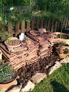 Alte Dachziegel Deko, Gartenmauer