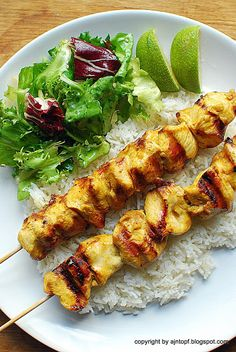 eintopf: skewers of chicken with curry and ginger Grilled Chicken, Tandoori Chicken, Skewers, Kebabs, Poultry, Main Dishes, Chicken Recipes, Grilling, Curry