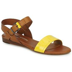 This is the season's trend in sandals: a wide toe strap! This leather two tone model by Manas goes with everything! #sandals #shoes #leather #yellow #summer
