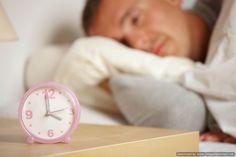 O que são as síndromes relacionadas ao Sono A necessidade de sono varia de pessoa para pessoa, ou seja, algumas pessoas ficam descansadas e ativas durante o dia dormindo 5 horas outras já necessitam de 10 horas de sono. Os transtornos do sono se dividem em quadro grupos básicos: insônia, narcolepsia, parassonias e os transtornos do sono associados à apneia. INSONIA  A insônia é um dos sintomas mais comuns em saúde mental. Calcula-se que cerca de 1/3 da população adulta já apresentou pelo…