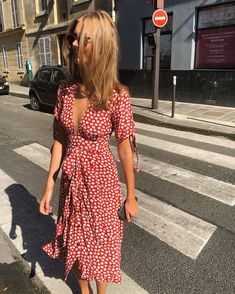 Petite Fashion Tips .Petite Fashion Tips Edgy Style, Parisian Style, Red Summer Dresses, Summer Dress Outfits, Dressy Outfits, Look Fashion, Fashion Tips, Mode Outfits, Mode Inspiration