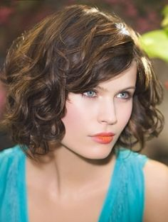 Cute waves on this graduated bob