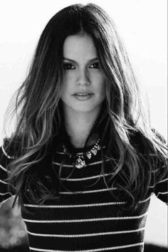 Rachel Bilson...love her! She was my favorite on the OC (well besides Seth Cohen of course!)