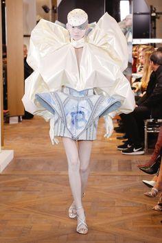 Fashion Week, Fashion Art, Runway Fashion, Fashion Models, High Fashion, Fashion Show, Fashion Design, Couture Week, Haute Couture Fashion