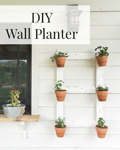 Great idea for adding a vertical garden for your front porch decorating! This DIY farmhouse style wall planter is so easy! You've got to check this out.