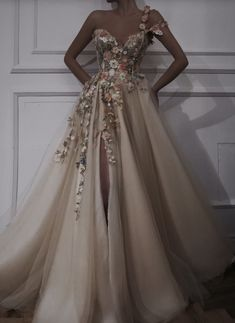 Pretty Prom Dresses, Stunning Dresses, Beautiful Gowns, Elegant Dresses, Cute Dresses, Elegant Ball Gowns, Glamouröse Outfits, Fantasy Gowns, Fairytale Dress