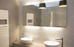Met een spiegel kun je meer licht en ruimte creëren in een badkamer…