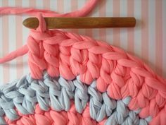 How to make a rug with t-shirt yarn.