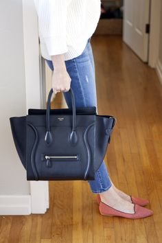 Samantha of Could I Have That wears James Jeans, gives us major bag envy. Click to shop her style!