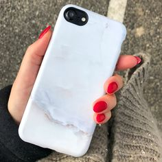 Starting fresh with the new year! ⚪️ Ivory White Marble Case for iPhone 7 & iPhone 7 Plus from Elemental Cases