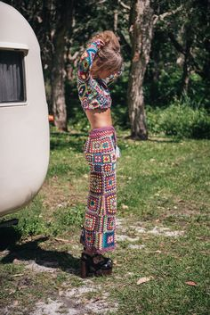 Free people spell & the gypsy designs carnaby crochet maxi skirt s/m rare Mode Hippie, Hippie Style, Hippie Boho, Boho Style, Crochet Clothes, Diy Clothes, Crochet Pants, Afghan Crochet, Crochet Granny