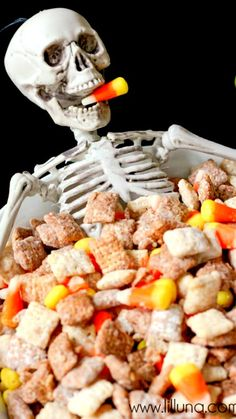 A yummy Halloween Puppy Chow mix that everyone will love. Halloween Puppy, Halloween Treats, Halloween Stuff, Happy Halloween, Puppy Chow Mix, Puppy Chow Recipes, Bite Size Desserts, Chex Mix, Cute Food