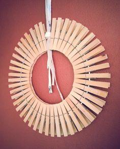 In 5 minuten iets leuks voor aan de muur! Je kunt de knijpers nog verven, beplakken of versieren met frutsels die jij leuk vindt!