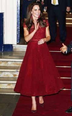 "Opening night of Street"" at Theatre Royal April 2017 Kate Middleton Earrings, Style Kate Middleton, Duke And Duchess, Duchess Of Cambridge, Royal Fashion, Timeless Fashion, Black Tie Formal, Kate And Meghan, Western Dresses"