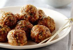 """Besoin d'idées pour le pique-nique en #famille? Reproduisez la #recette du petit Chef Milan et son papa """"pif, paf, pouf!"""" #cuisinerenfamille #recette #boulettes #veau #quinoa"""